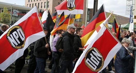 """Нацистите како """"сол во супата на демократијата"""""""