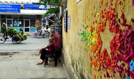 Оригами инсталации на улиците на Хонг Конг и Виетнам