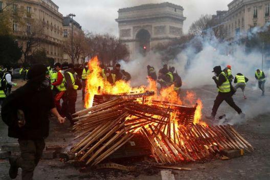 Париз повторно ќе гори