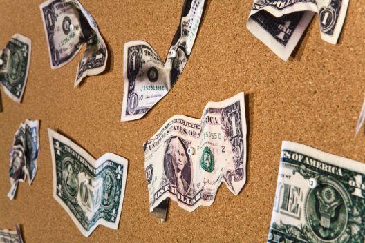 Банките перат милијарди