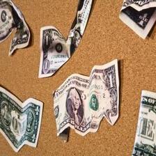 """Банките """"пливаат"""" во пари, граѓаните се """"дават"""" во камати и провизии"""