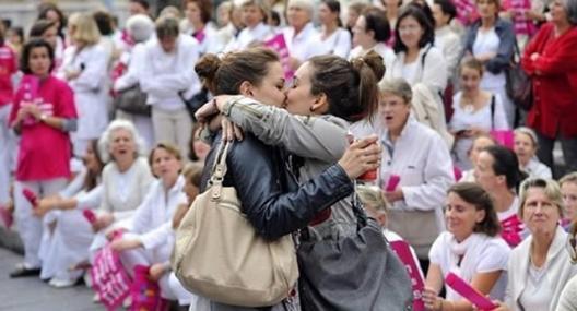 Бакнежот посилен од хомофобичната омраза