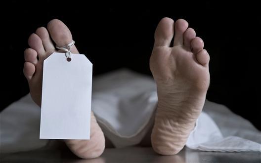 Политичарот кој вчера го почна експериментот за живот со просечна плата е пронајден мртов