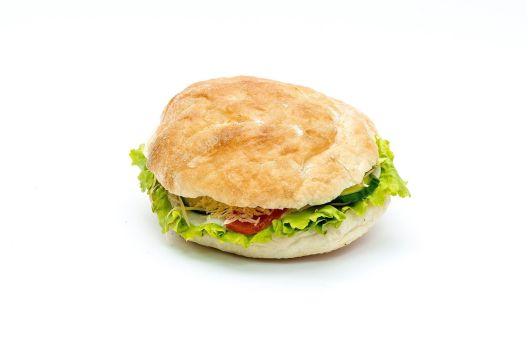 Бот ѝ раскинал на девојката затоа што не знаела да прави сендвичи како партијата