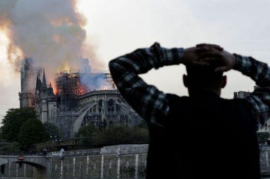 6 циклуси на реакции на социјалните мрежи по големи трагедии