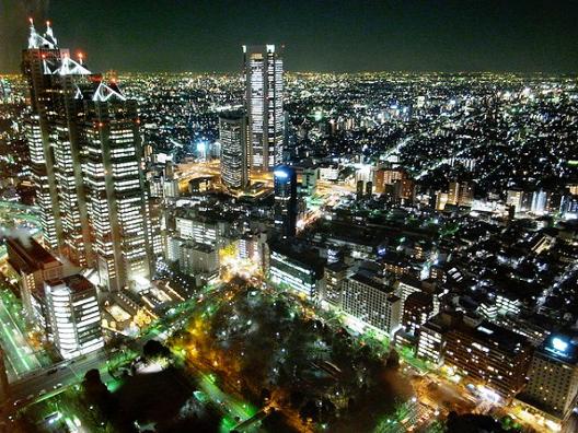 Токио ноќе