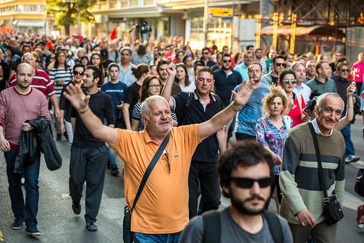 Завчера ја демолиравме парадната улична бесмислица на лудакот што се претставува како претседател на државата