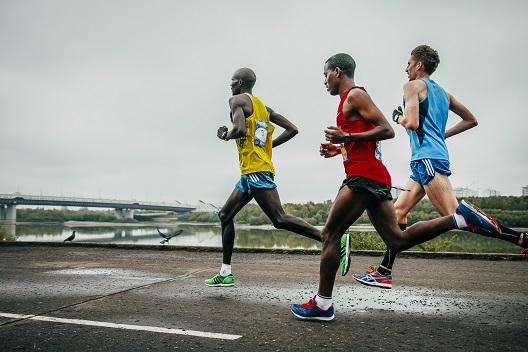 Кога луѓето трчааат, тоа е совршено синхронизирано